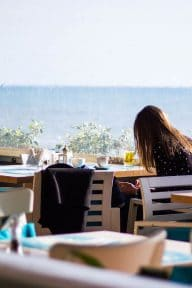 restaurant - edge - of - sea - vendee