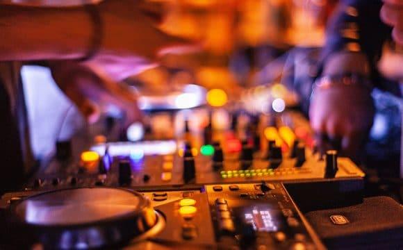 Night clubs / Lounge bars-saintjeandemonts